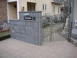 シンプルだけど、存在感のある門柱・門扉